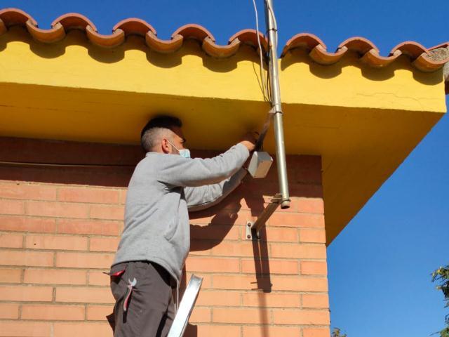 Instal·lació de sensors a les escoles Aragai i Arjau per millorar l'eficiència energètica i ambiental
